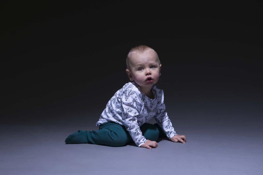 Baby Body Dear Deer schwarz weiss, Marke Aarrekid, Biobaumolle, nachhaltig hergestellt